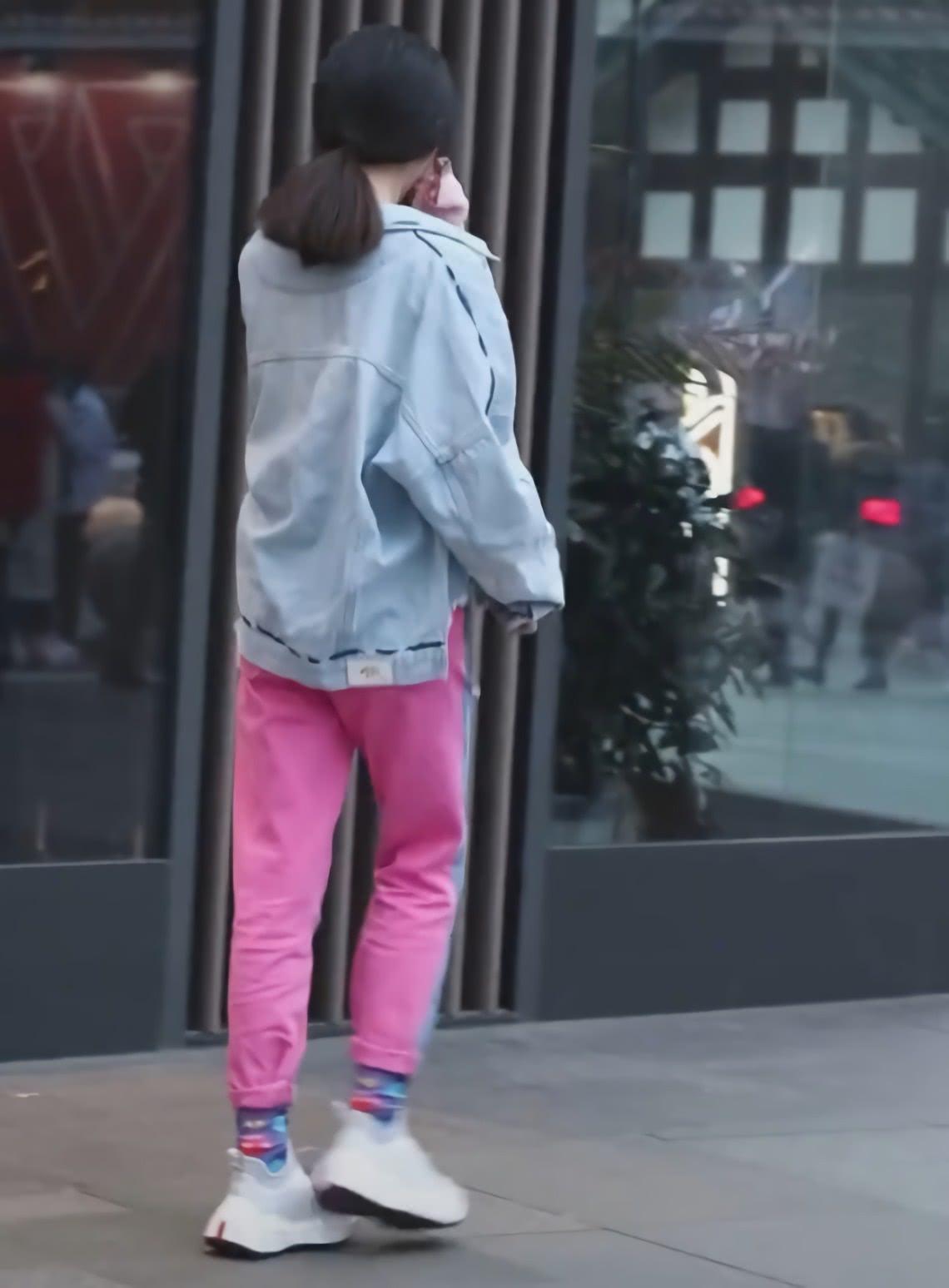 """最近火了的一种裤子:叫""""人前人后不一样"""",00后偷偷的穿上,巨潮"""