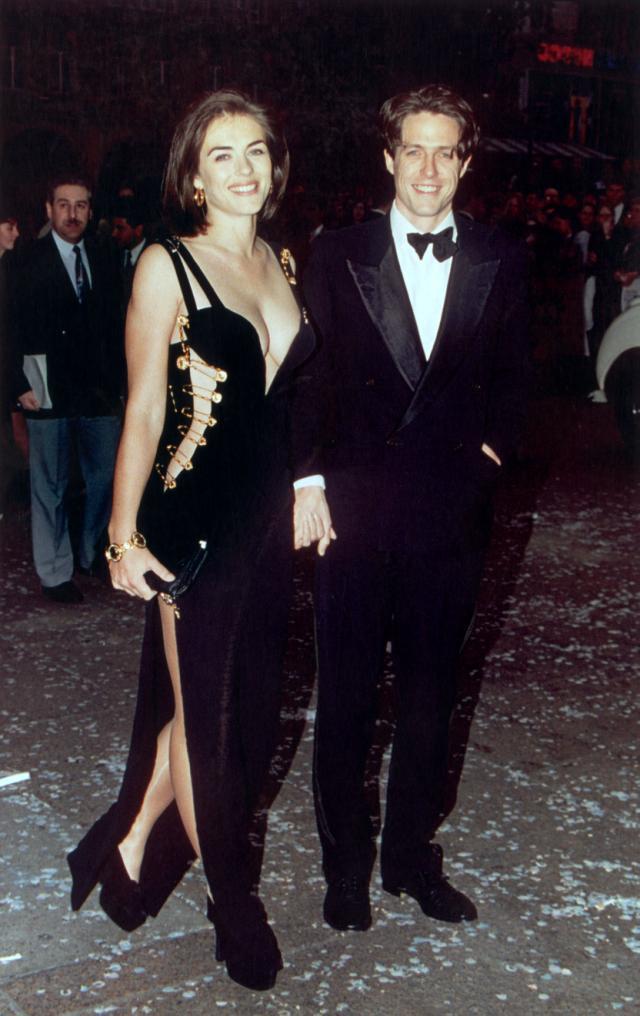 伊丽莎白?赫利在25年前再现了标志性的安全别针连衣裙,使她成为众人瞩目的焦点。