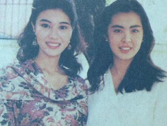 王祖贤和李嘉欣罕有同框旧照流出, 穿戴时髦气量佳, 两人的身高差成明面