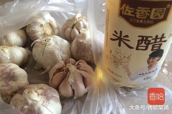 腊八蒜怎么腌制才能快速上色? 30年老厨师分享: 不能只放醋!