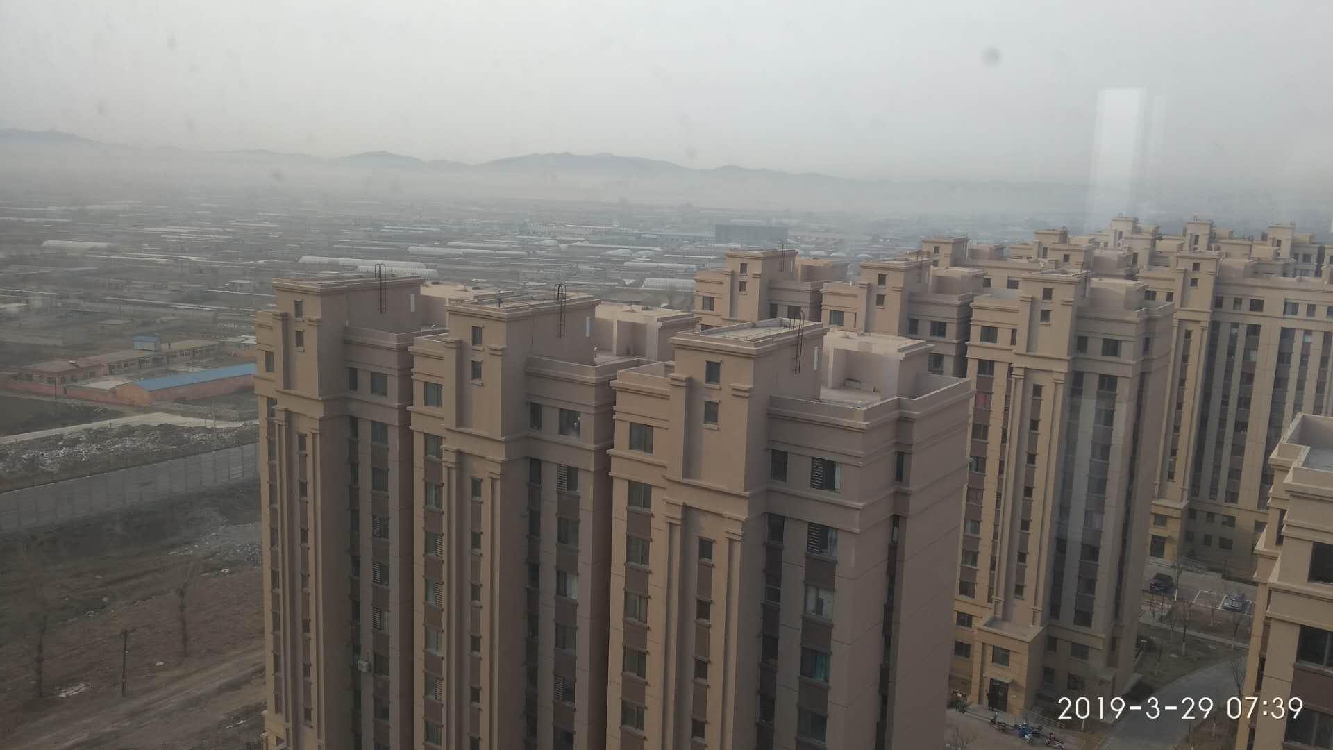 葫芦岛老城区高高的台阶惹人注视,雾色朦胧
