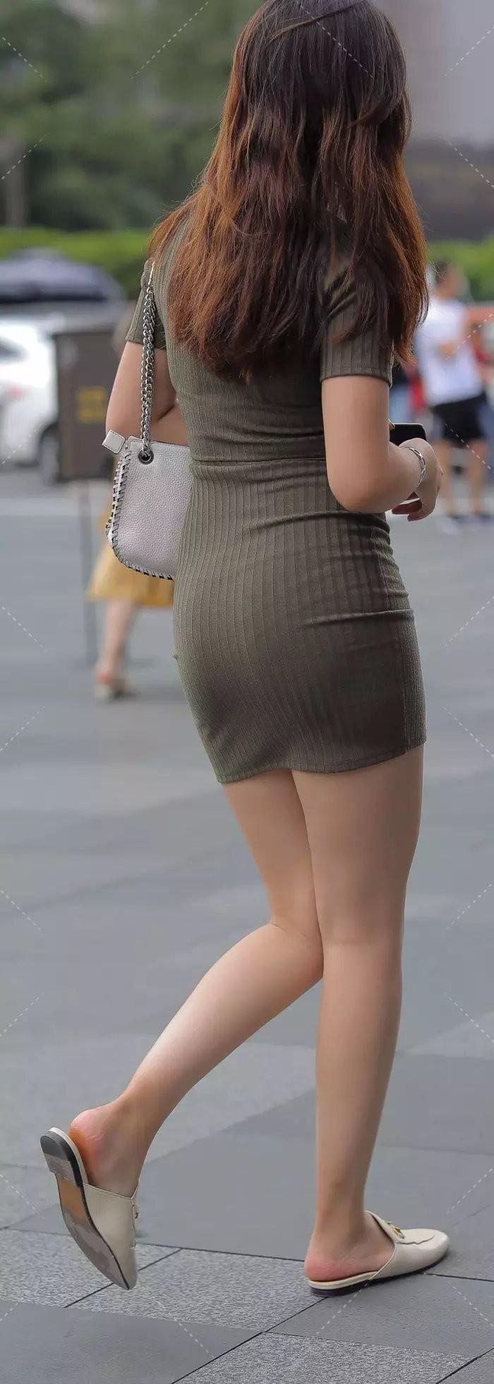 这件短裙会不会太落后,该选择配什么呢?