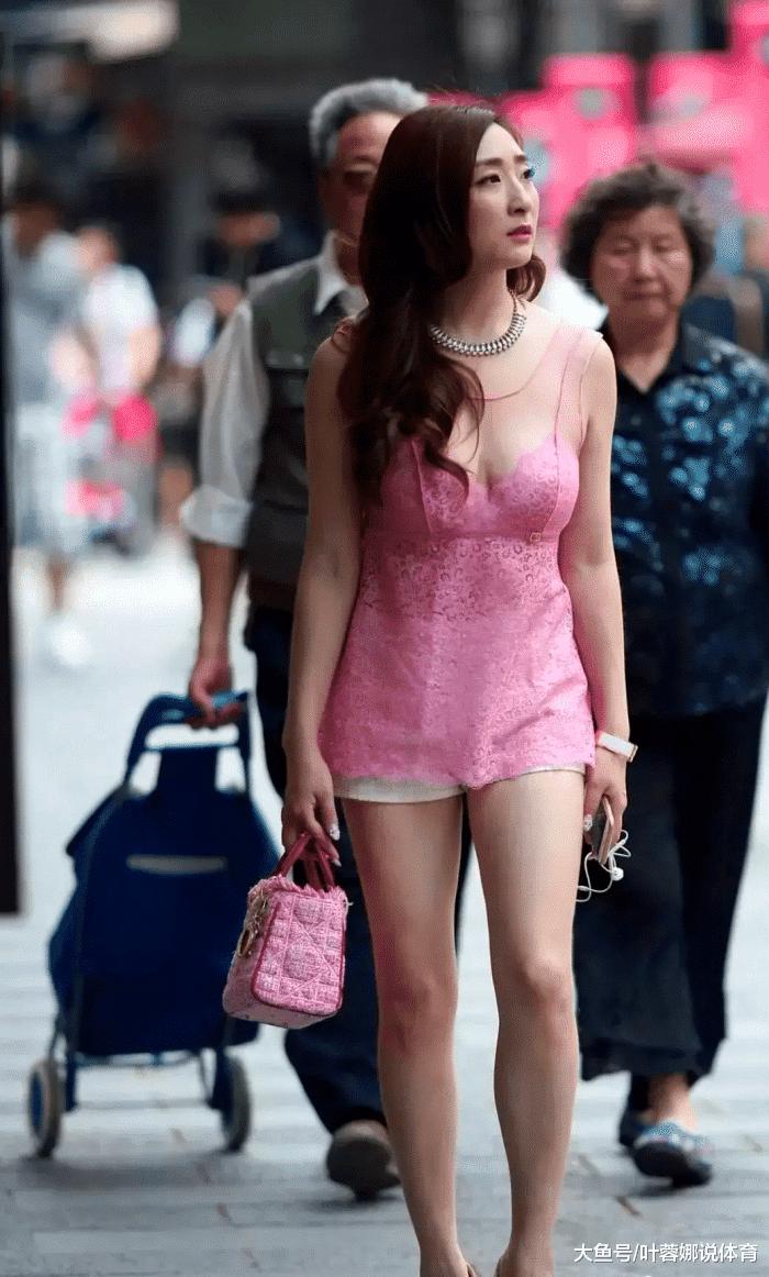 摄影:这衣服第一次见,小姐姐真敢穿,