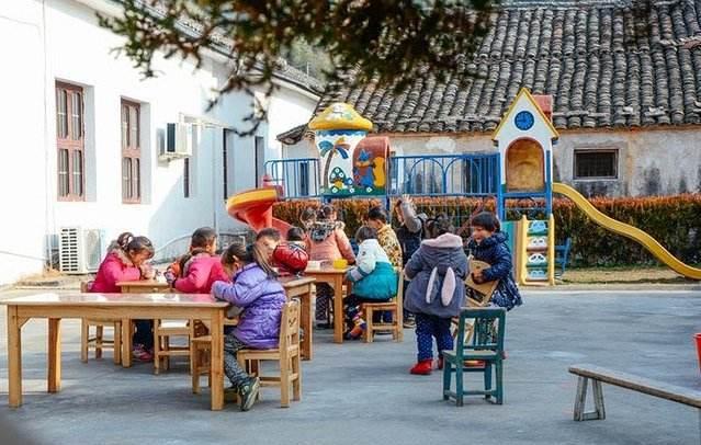 不要误传:小区内幼儿园长短营利性的,并不是要周全制止平易近办幼儿园