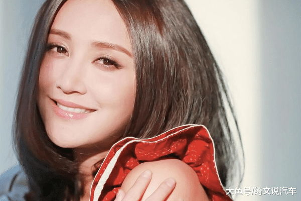 """张歆艺的文章揭示了""""妊娠后不久就会出现妊娠纹"""", 并且似乎有分享诀窍"""