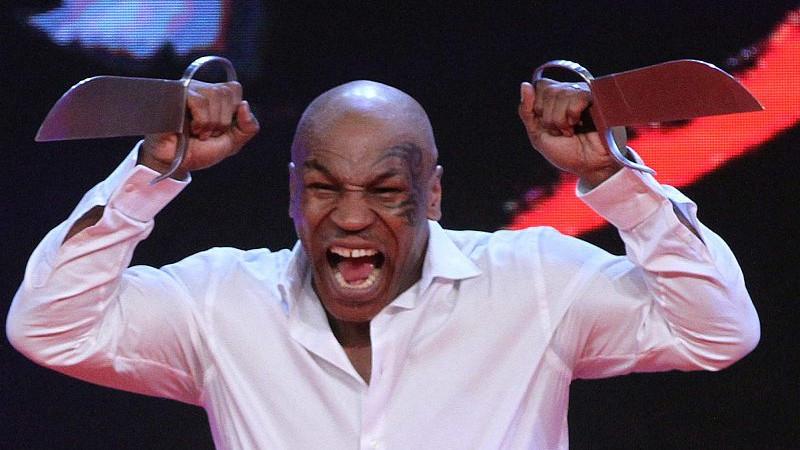 拳王泰森最落魄的时候有多惨?在街头被女人打,还不了手嗷嗷大哭