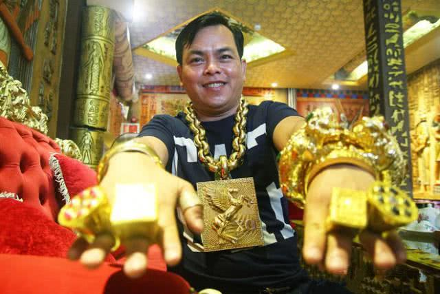 只有大陸有土豪?越南超狂「黃金哥」超奢侈黃金戰車亮相!炫太過頭神展開...網笑:太瞎