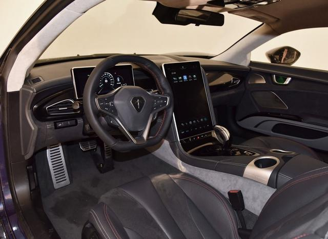 尾台纯电动跑车,碳纤维车身风格高,能源收受接管傲视群雄