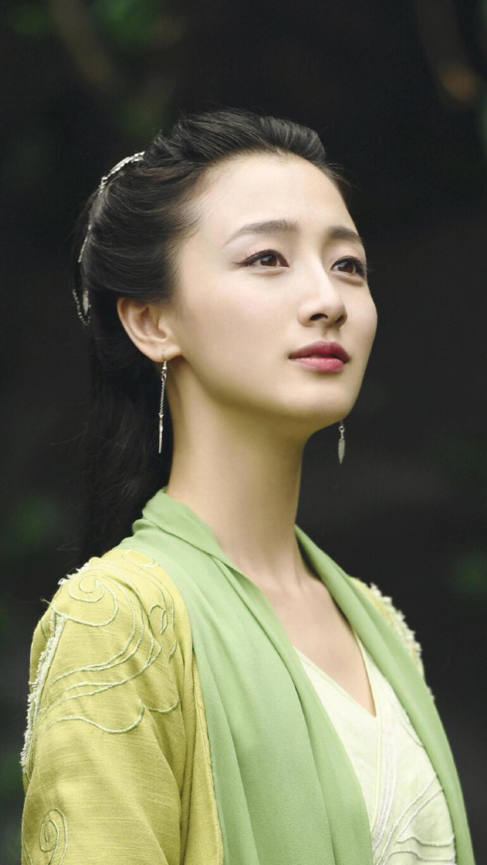 叶青:柜中丽人 芳草丽人  演副角也能冷艳寡人
