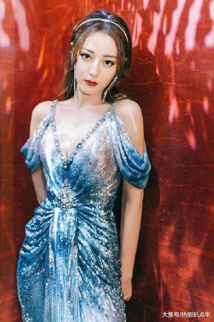 女星红毯斗艳,刘诗诗低胸优雅,热巴深沟火辣,景甜雪肌亮瞎眼