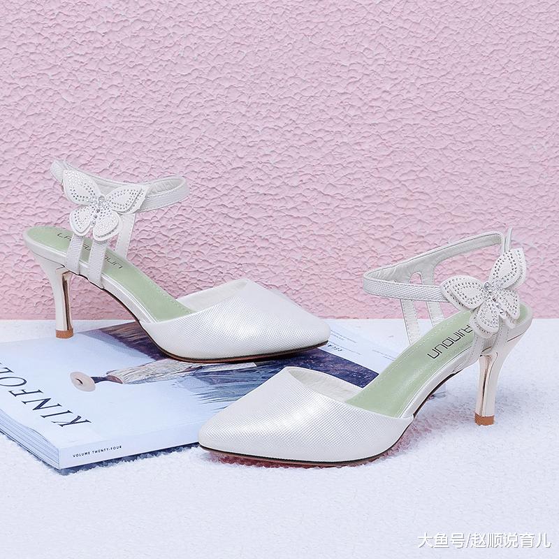 """开春新款女鞋:叫""""踏春鞋"""",不仅优雅时尚,而且女人味十足"""