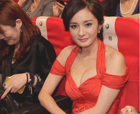 33岁杨幂生图曝光,离开了十级美颜,她还是你心中女神吗?