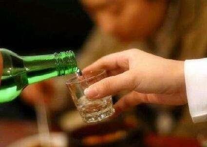 喜欢饮酒的人,身体若有那三种环境,照样滴酒不沾的好!看看吧