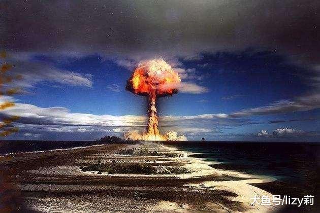 原子弹43秒爆炸,日本民众死伤无数,美飞行员如何逃脱?