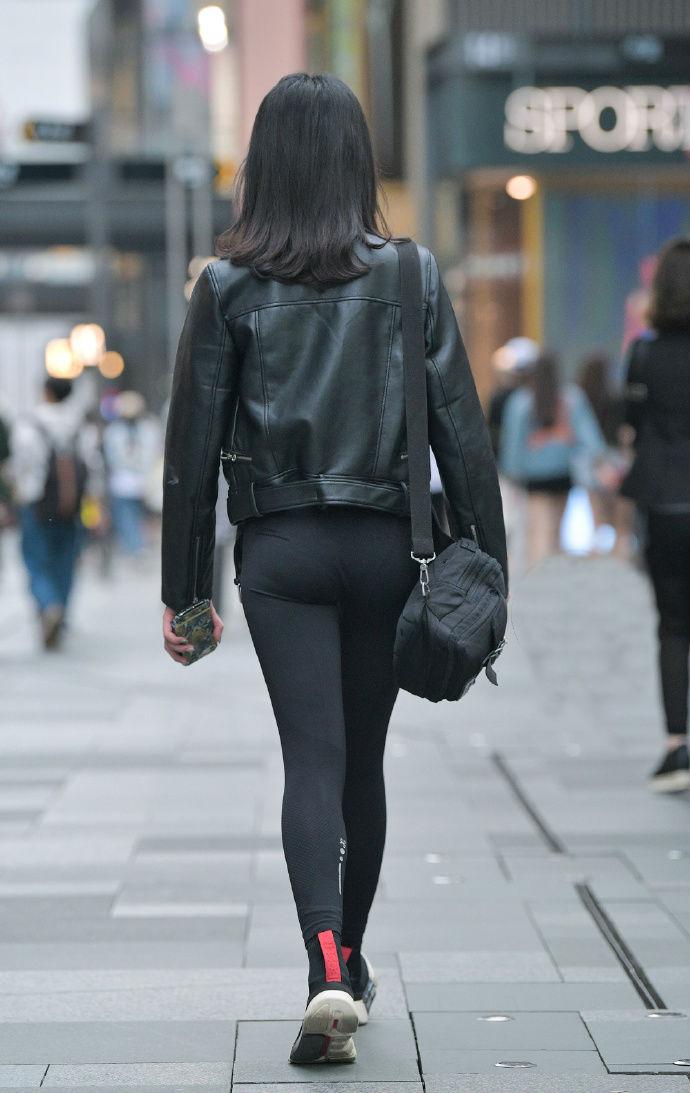只要腿型好看,瑜伽裤也是百搭款
