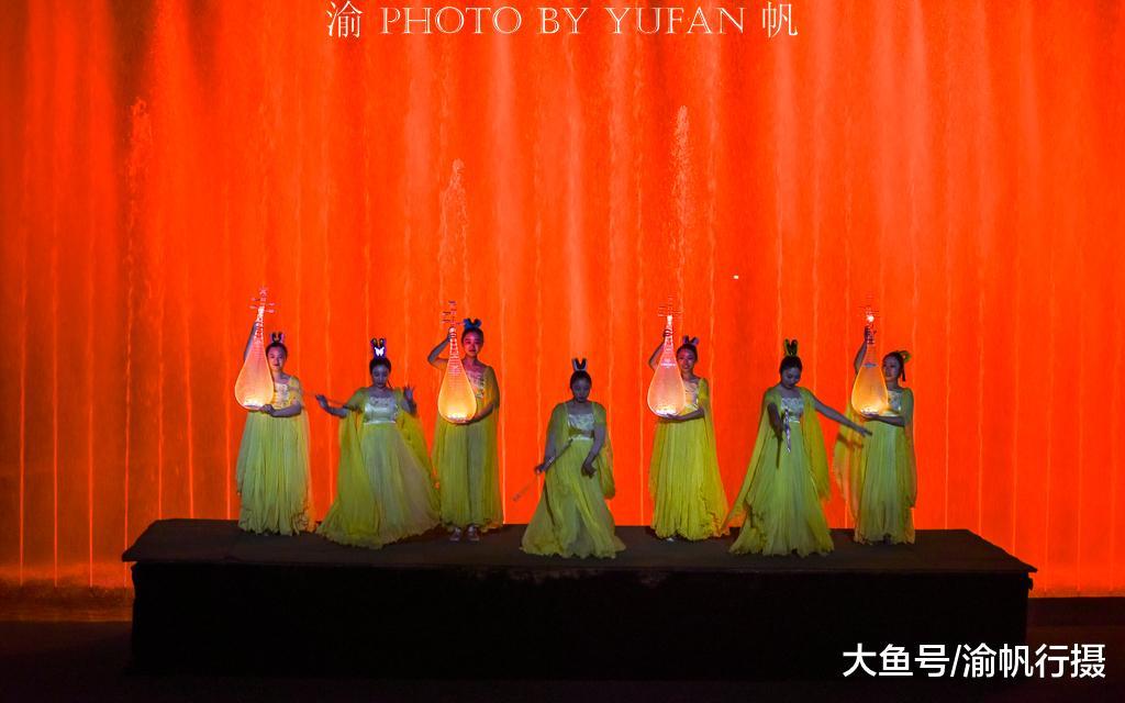 《春江花月夜》不但是孤篇压齐唐的古诗,也是一部震动的舞台剧