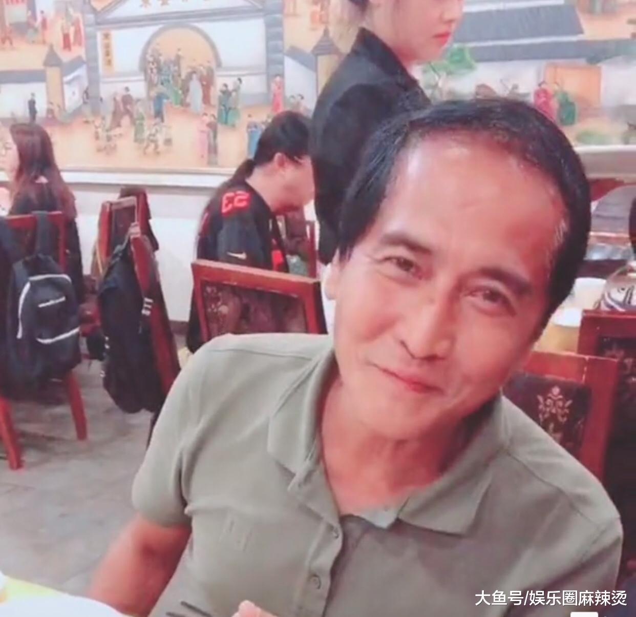 """59岁齐秦近照曝光,皮肤黝黑严重秃头,当年的浪子成邋遢""""老头"""""""