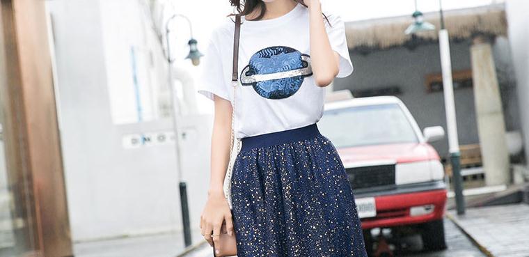 女人过了30岁,少穿短裤,多穿这样的套装!时髦显高