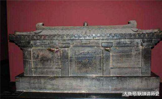 三个最奥秘的棺木,上刻一止咒语,文物无缺无益