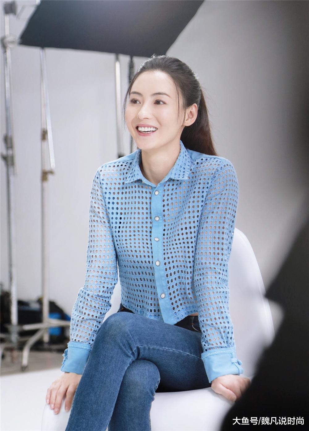 张柏芝最新发型,高马尾重回颜值顶峰,衬衫配牛仔裤少女感谦谦!