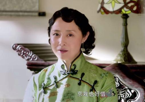 52岁刘蓓末于老了,旗袍拆文雅年夜气,却出了昔时风貌,您喜欢《芝麻胡同》的她吗?