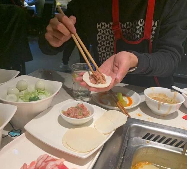 """海底捞网红吃法""""没下线"""",泡饭煮粥包饺子,干脆做个满汉全席?"""