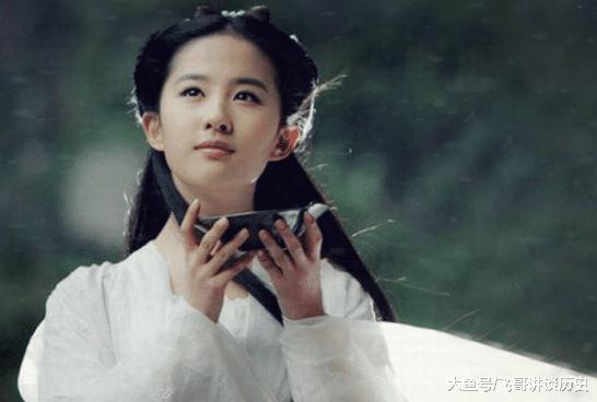 与宋承宪分手1年后,刘亦菲与摄影师多张情侣照被扒,又恋爱了?