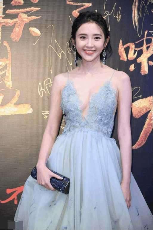 张若昀娶了个什么祖宗?当看到生图下的唐艺昕时,这牛奶肌羡慕不来