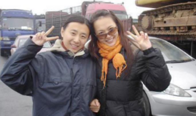 唐嫣10年前被堵高速,跟路人合影,网友:确定这是同一个人吗?