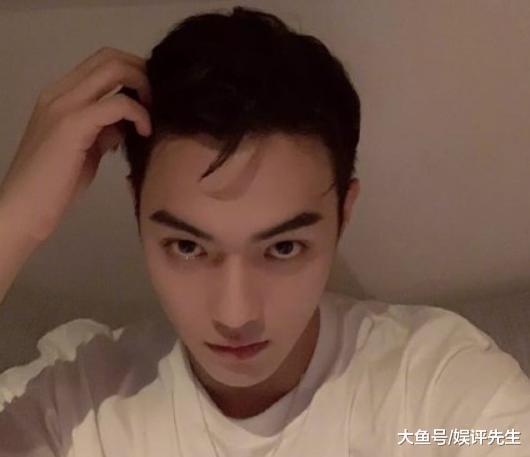 """许凯把刘海全部放下来,画风就变唯美了,说他""""仙子美貌""""不过分"""