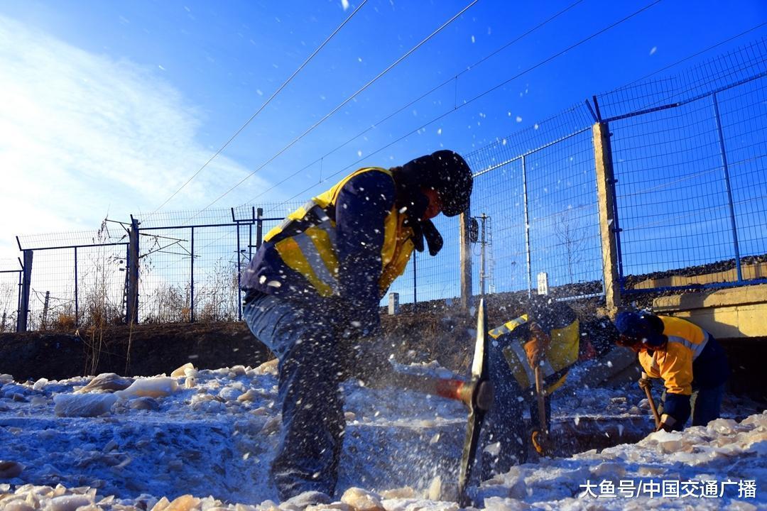 沈铁人零下30℃水中除冰保春运畅通