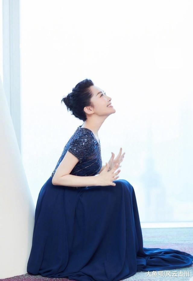 许阴和林心如碰衫, 穿了同一款的蓝色长裙, 各有各的好!