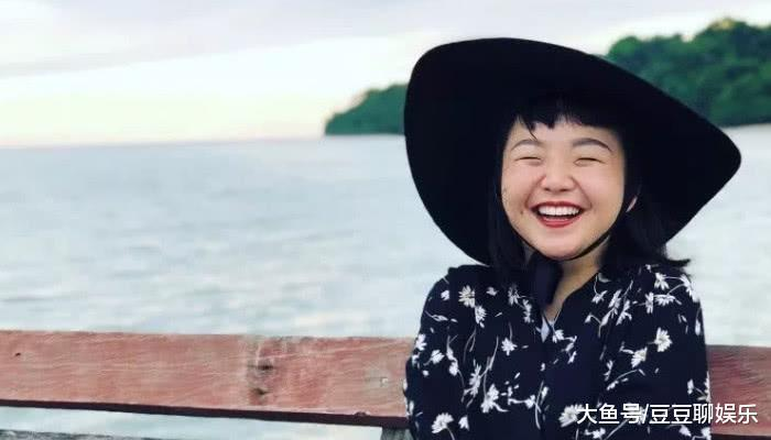 辣目洋子新年新气象,大胆尝试渣女大波浪,改变发型后拯救一张脸