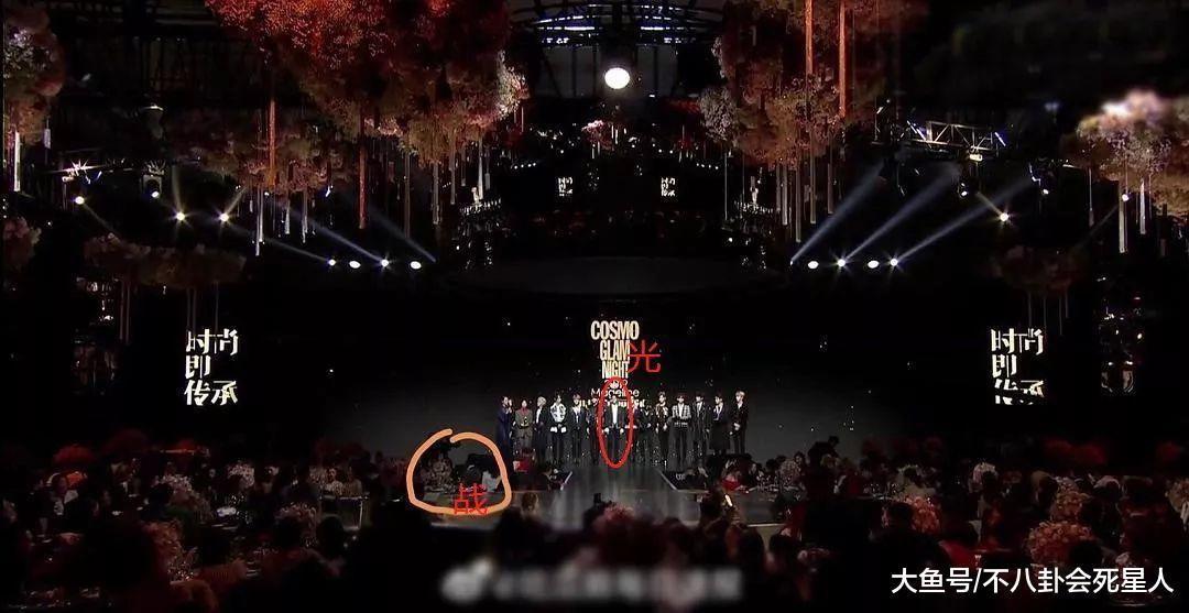时尚盛典后台看点多,肖战累到靠在柱子睡着,蔡徐坤撞衫工作人员