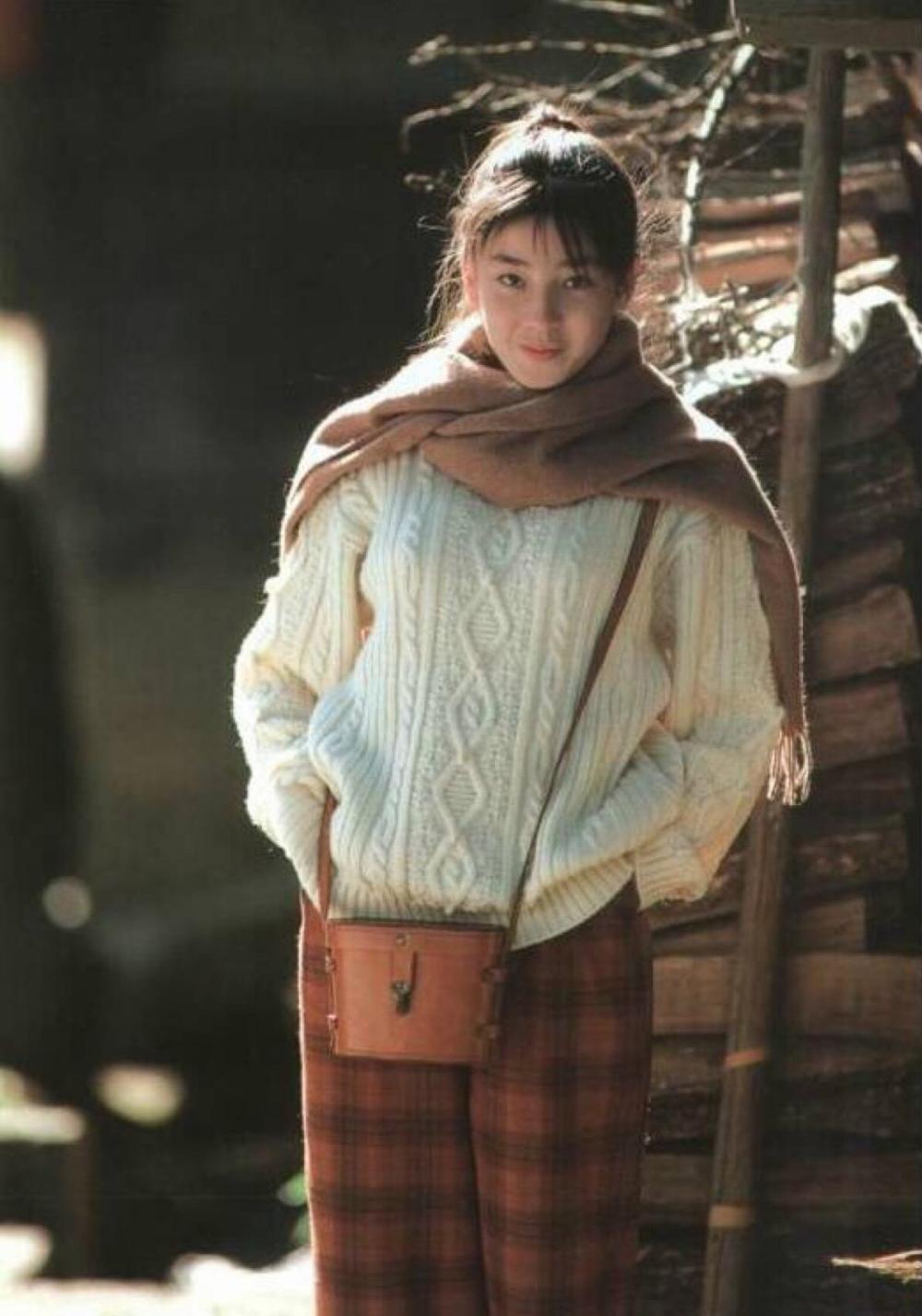 她是亚洲影后级演员,17岁被母亲行使推动文娱圈,被当做提款机