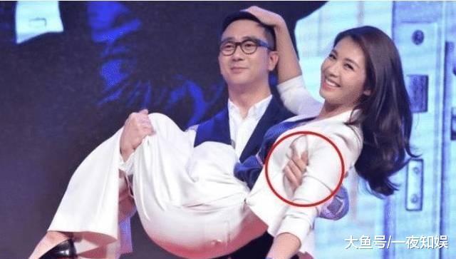 """41岁刘涛被王自健公主抱,注意看王自健的""""手部动作"""""""
