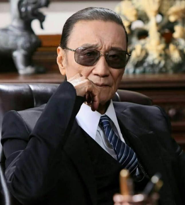 82岁开贤不再风骚看浓死活,将产业分四份,在分派上露出人品