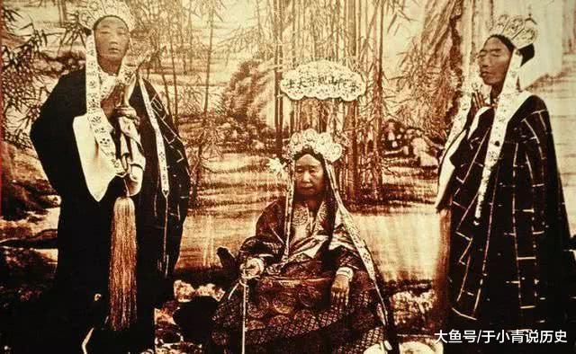 澳门表演八国联军_八国联军侵占北京实拍:洋人怀里的中国妇女表情各异,生不如死!