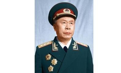 授衔时, 军委让他本身挖写军衔, 他写的是中将, 军委看后不喜悦了