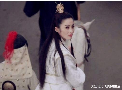 《倚天屠龙记》中七版赵敏, 最典范的照样她那回眸一笑,退影之后过成如许。