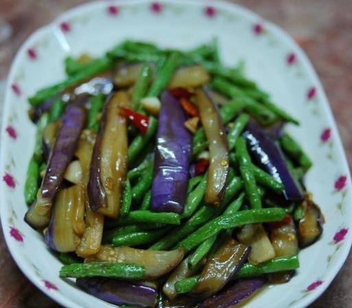 茄子加那菜煮,维死素P含量高,健脾和胃,有血管疾病常吃身体好