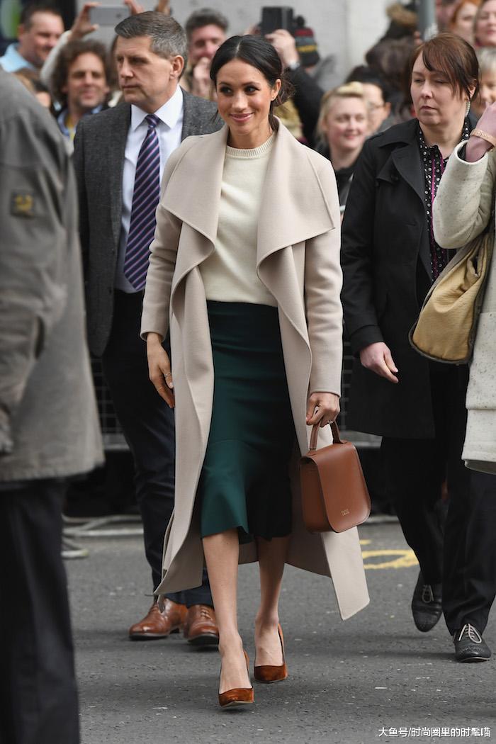 梅根王妃高调亮相!一身绿色大衣配高跟鞋真高级,发型凌乱减分!
