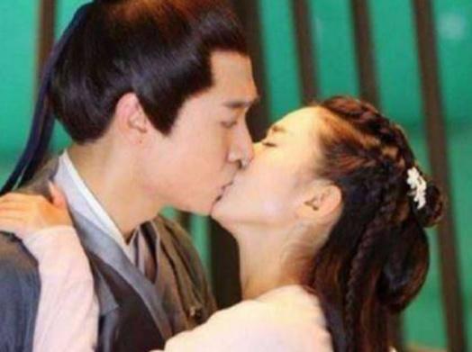 女星吻戏:杨颖实在,赵丽颖羞怯,最初一位却让人疼爱无比!