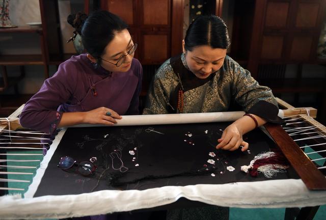母女传承苏绣技艺,将其带向国际