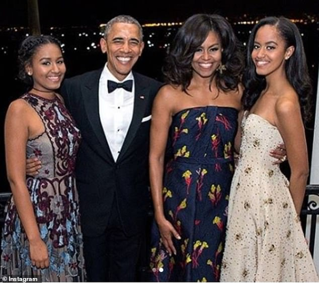奥巴马出席小女儿毕业典礼 这一次没有戴墨镜遮