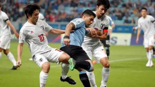 大冷门!非主力日本2-2乌拉圭,为亚洲足球增光,国足羡慕吗?