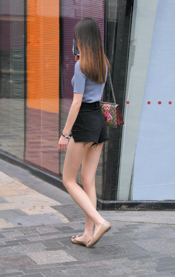 藏不住的小蛮腰,秀出来的大长腿,这种穿搭的特点被完美诠释