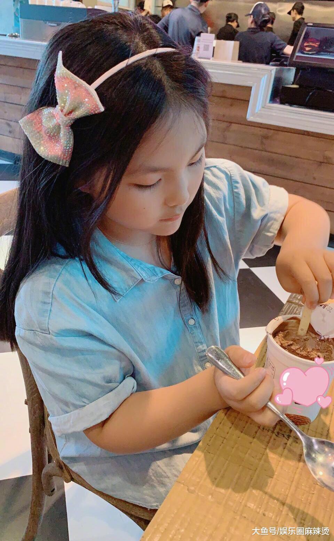 王诗龄近照,出落成大姑娘,李湘富养女儿是说到做到,打扮高级