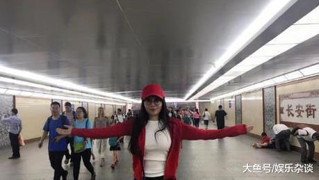 知名女星素颜攀爬长城,途中没有一人认出,网友:照骗?