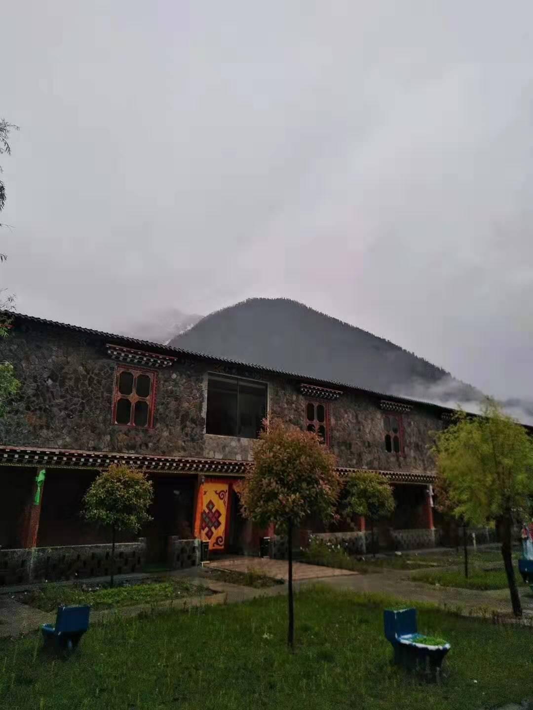 张宁游拉萨-波密古乡湖庄园